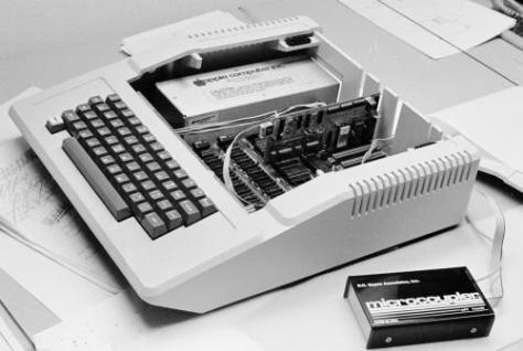 Apple II with Micromodem II (pic courtesy Dale Heatherington, Wikipedia)